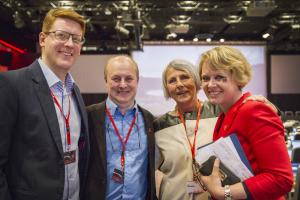 Hyggelig møte under Ap-landsmøtet. Fra venstre: Martin Henriksen, Terje Moen, Anne Finborud og Marianne Aasen. (Foto: Sandra Skillingsås, Ap/SL)