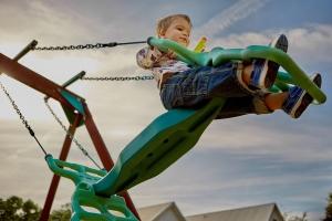 En kommune kan spare mye på egne barnehager hvis de regner toåringer som treåringer. (Foto: Pixabay)
