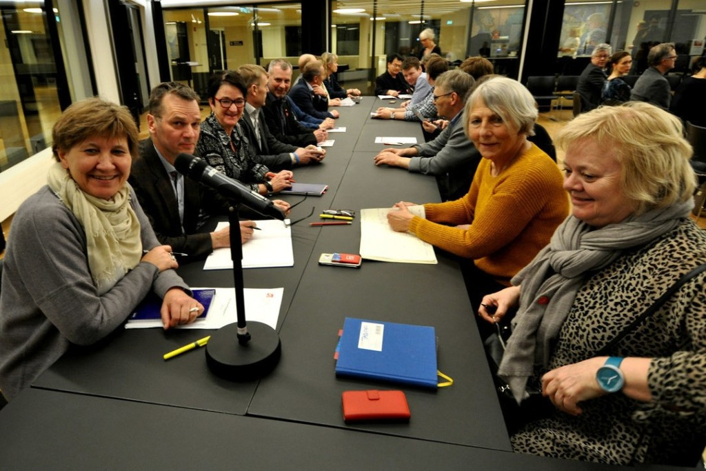 LO kommunes forhandlingsutvalg i innspurten på kommuneoppgjøret 2016. (Foto: Ola Tømmerås, Fagbladet)