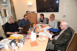 Nesten to timer på overtid ble partene i Oslo enige om et anbefalt resultat. Fra v: Anne Kathrine Ellila (Fagforbundet), Tore Kristiansen (FO), Anne Green Nilsen (Fagforbundet), Janne Hegna (MFO) og Ulrich Vollmerhaus (SL). © Per Flakstad